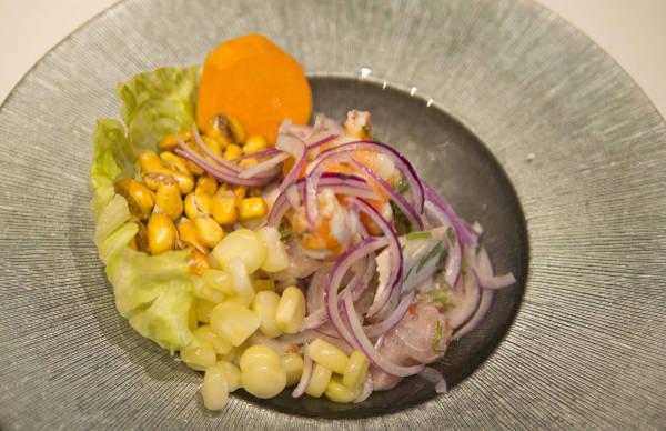 Cerviche peruano mixto en el Restaurante Peruano Inti de Oro Barrio de Las Letras
