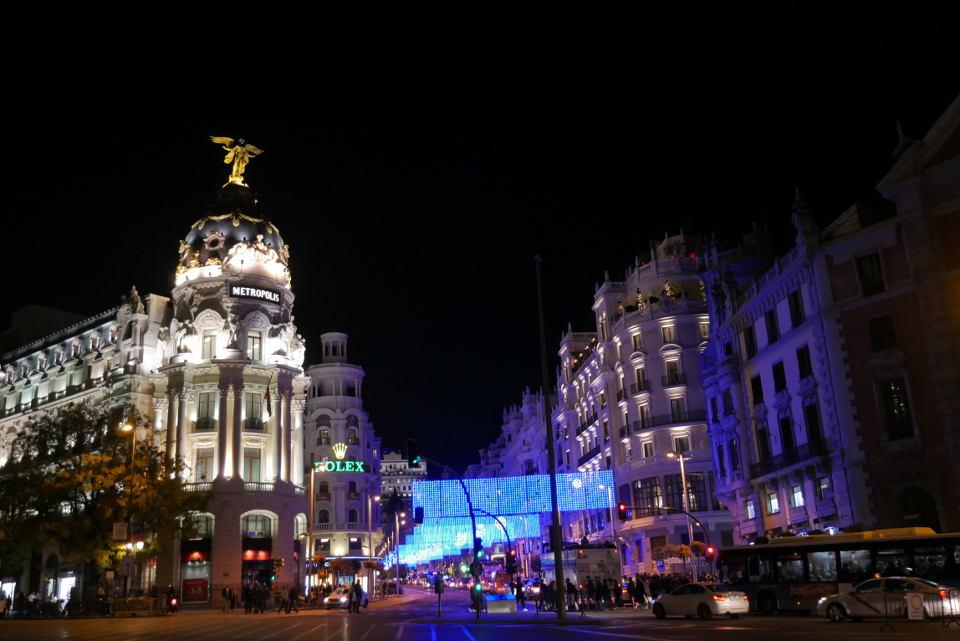 Edificio Metrópolis, calle Alcalá y calle Gran Vía. Iluminación de Navidad Madrid 2016 - 2017