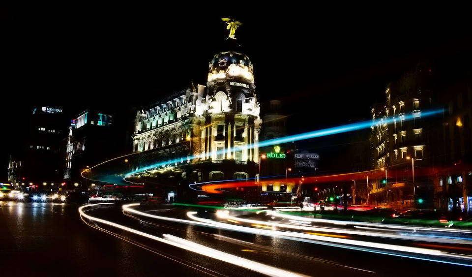 Imagen de Madrid por la noche libre de derechos de autor (Pixabey)
