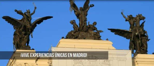 Las esculturas de bronce de 3 Pegasos en el techo del Ministerio de Agricultura de Madrid, fotografía obra de Qué Hacer En Madrid